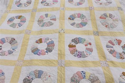 1930s 40s vintage Dresden plate quilt, hand stitched nice